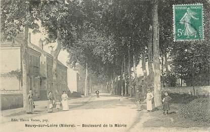 """CPA FRANCE 58 """" Neuvy sur Loire, Boulevard de la Mairie""""."""