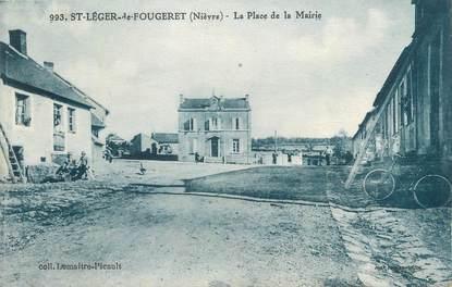 """CPA FRANCE 58 """"St Léger de Fougeret, La place de la Mairie""""."""