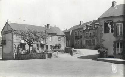 """CPSM FRANCE 58 """"Moux, La place, Hôtel de la Poste et épicerie centrale""""."""
