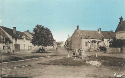 """CPA FRANCE 58 """" Myennes, La place du bourg""""."""