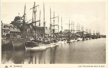 """CPA FRANCE 35 """"Saint Malo, les Terreneuvas dans le port"""""""