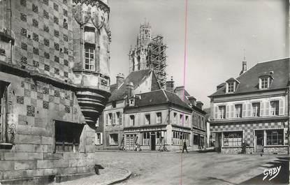 """CPSM FRANCE 27 """" Verneuil sur Avre, Rue Aristide Briand et Maison du XVIème siècle rue du Canon""""."""