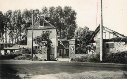 """CPSM FRANCE 27 """" Tourneville, Le café restaurant route de Louviers""""."""