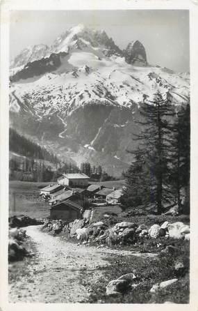 """CPSM FRANCE 74 """" Argentières, Le village de Tréléchamp et l'Aiguille Verte""""."""