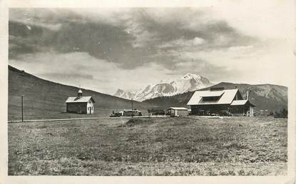 """CPSM FRANCE 74 """"Le Col des Aravis, La chapelle et le Mont Blanc""""."""