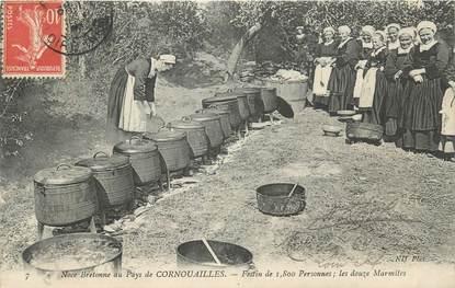 """CPA FRANCE 29 """" Noce Bretonne au pays de Cornouailles, les 12 marmites """". / FOLKLORE"""
