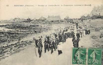 """CPA FRANCE 29 """" Roscoff, Pardon de Ste Barbe, la procession"""". / FOLKLORE"""