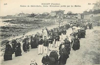 """CPA FRANCE 29 """" Roscoff, Pardon de Ste Barbe, Statue miraculeuse portée par les marins"""". / FOLKLORE"""