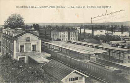 """CPA FRANCE 69 """" St Germain au Mont d'Or, La gare et l'Hôtel des Sports""""."""