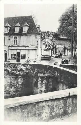 """CPSM FRANCE 64 """"Saliés de Béarn, L'entrée du château""""."""