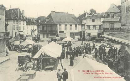 """CPA FRANCE 64 """"Saliès de Béarn, Place du Bayaa, le marché""""."""