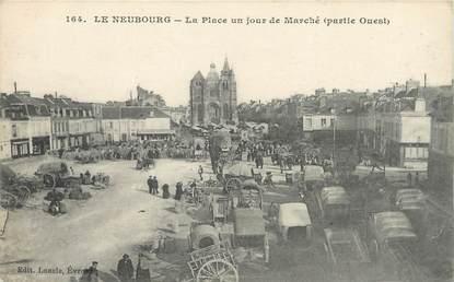 """CPA FRANCE 27 """"Le Neubourg, La place un jour de marché""""."""
