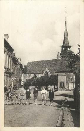 """CPA FRANCE 27 """" Harcourt, L'église et la place""""."""