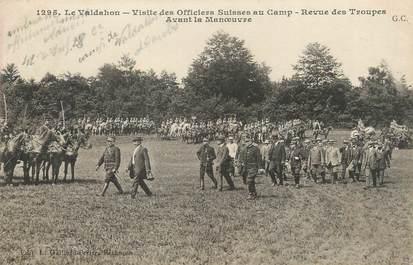 """CPA FRANCE 25 """"Le Valdahon, Visite des Officiers Suisses au camp, revue des troupes avant la manoeuvre""""."""