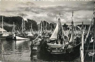 """CPSM FRANCE 14 """" Port en Bessin, Le port""""."""