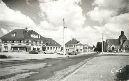 """CPSM FRANCE 14 """" Mézidon,Place Albert Thomas et Hôtel St Pierre""""."""