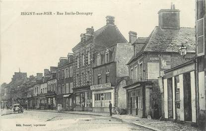 """CPA FRANCE 14 """"Isigny sur Mer, Rue Emile Demagny""""."""