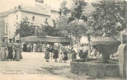 """CPA FRANCE 84 """"Chateauneuf du Pape, la fontaine de la Place"""""""