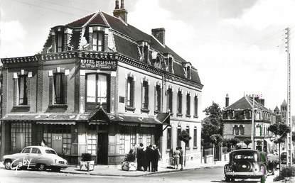 """CPSM FRANCE 14 """"St Pierre sur Dives, Hôtel de la gare""""."""