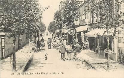 "CPA FRANCE 14 ""Ouistreham, la rue de la Mer"""