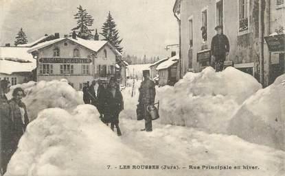 """CPA FRANCE 39 """"Les Rousses, Rue principale en hiver""""."""