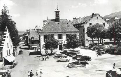 """CPSM FRANCE 38 """"Villard de Lans, Place de la Mairie""""."""