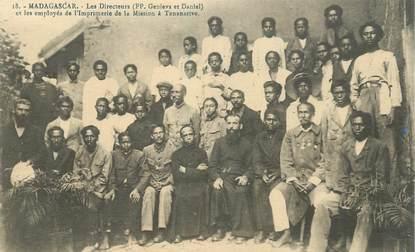"""CPA MADAGASCAR """"Les Directeurs et les employés de l'Imprimerie de la Mission à Tananarive"""""""