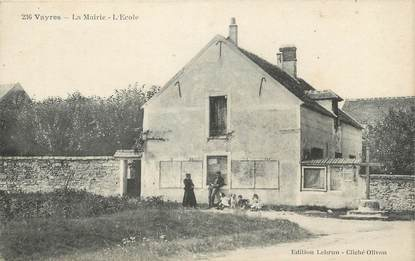 """CPA FRANCE 91 """" Vayres, La mairie, l'école""""."""