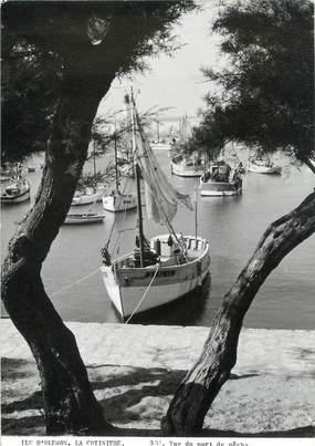 """CPSM FRANCE 17 """" Ile d' Oléron, La Cotinière vue du port de pêche""""."""