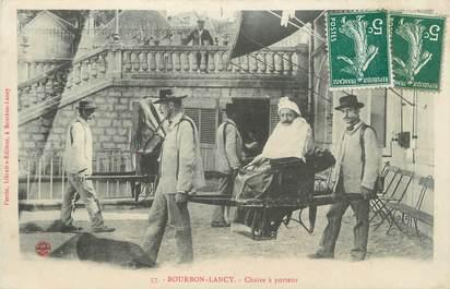 """CPA FRANCE 71 """" Bourbon Lancy, Chaise à porteurs""""."""