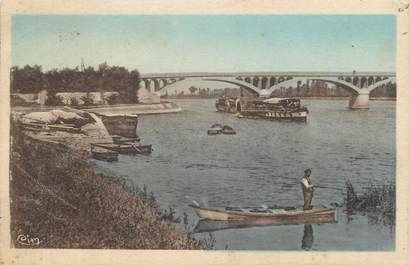 """CPA FRANCE 71 """" Crèches sur Saône, Le pont et le port d'Arcial""""."""