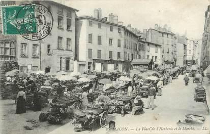 """CPA FRANCE 71 """"Mâcon, La place de l'Herberie et le marché""""."""