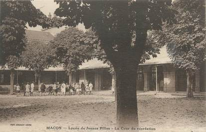 """CPA FRANCE 71 """"Mâcon, Lycée de jeunes filles, la cour de récréation""""."""