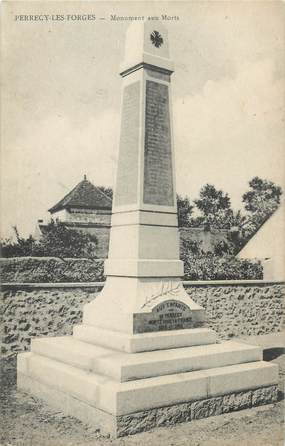"""CPA FRANCE 71 """"Perrecy les Forges, Monument aux morts""""'."""