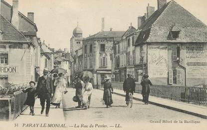 "CPA FRANCE 71 ""Paray le Monial, La rue du Perrier, Grand Hôtel de la basilique""."