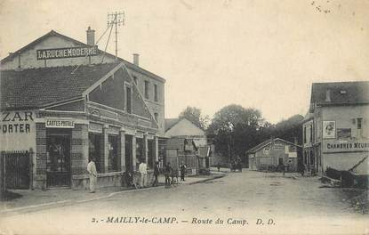 """CPA FRANCE 10 """" Mailly le Camp, Route du Camp""""."""