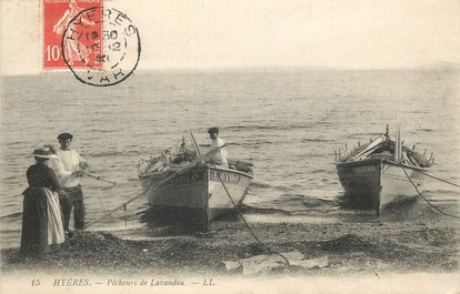 """CPA FRANCE 83 """"Hyères, pêcheurs de Lavandou"""""""