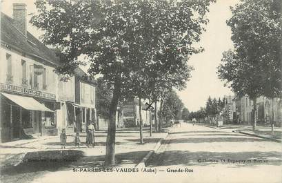 """CPA FRANCE 10 """"St Parres les Vaudes, Grande rue""""."""