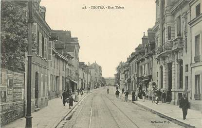 """CPA FRANCE 10 """" Troyes, Rue Thiers""""."""