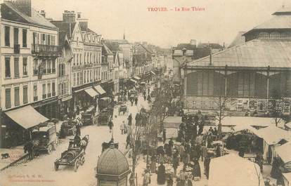 """CPA FRANCE 10 """" Troyes, La rue Thiers""""."""