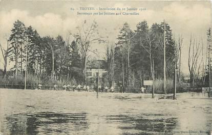 """CPA FRANCE 10 """" Troyes, Inondations de 1910, sauvetage par les soldats aux charmilles""""."""