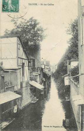 """CPA FRANCE 10 """" Troyes, Rue des Cailles""""."""