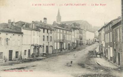 """CPA FRANCE 11 """" Castelnaudary, La rue Riquet""""."""