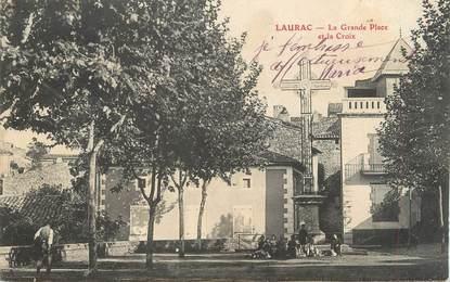 """CPA FRANCE 11 """"Laurac, La grande place et la croix""""."""