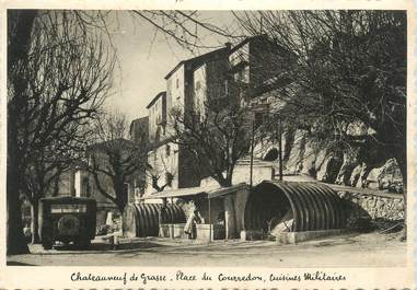 """CPSM FRANCE 06 """"Châteauneuf de Grasse, Place du Courredon, cuisines militaires""""."""
