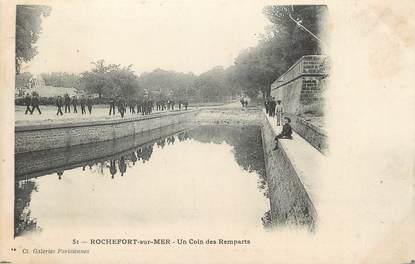 """CPA FRANCE 17 """"Rochefort sur Mer, Un coin des remparts""""."""