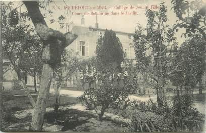 """CPA FRANCE 17 """"Rochefort sur Mer, Collège de jeunes filles, cours de botanique dans les jardins""""."""