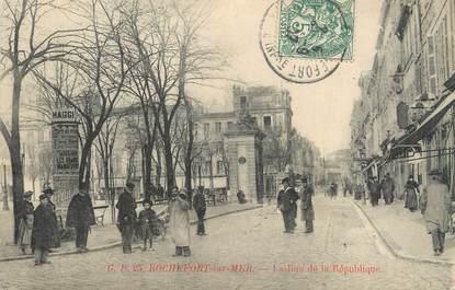 """CPA FRANCE 17 """"Rochefort sur Mer, Rue de la République""""."""