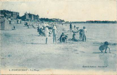 """CPA FRANCE 44 """" Pornichet, La plage""""."""