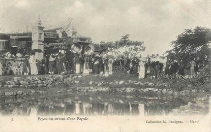 """CPA VIETNAM / INDOCHINE """"Procession sortant d'une Pagode"""""""